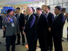 中国版波士顿动力横空出世,刘鹤副总理亲自观摩