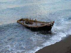 日本海岸大量幽灵船 搭载尸体甚至白骨