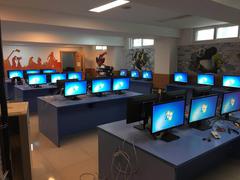 E1系列显示器助力北京市海淀外国语实验学校搭建计算机教室