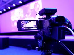 专业直播呈现  选索尼 AX700摄像机