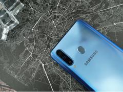 三星Galaxy A8s外观上手测评:颜值和品质并驱的精良之作
