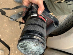 徕卡相机够硬核:居然能挡榴弹碎片 救了摄影师一命