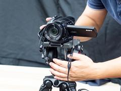 便携专业直播器材  选索尼 4K摄像机AX700