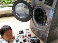 妈妈心梗的一幕!4岁女儿洗掉妈妈3万元化妆品