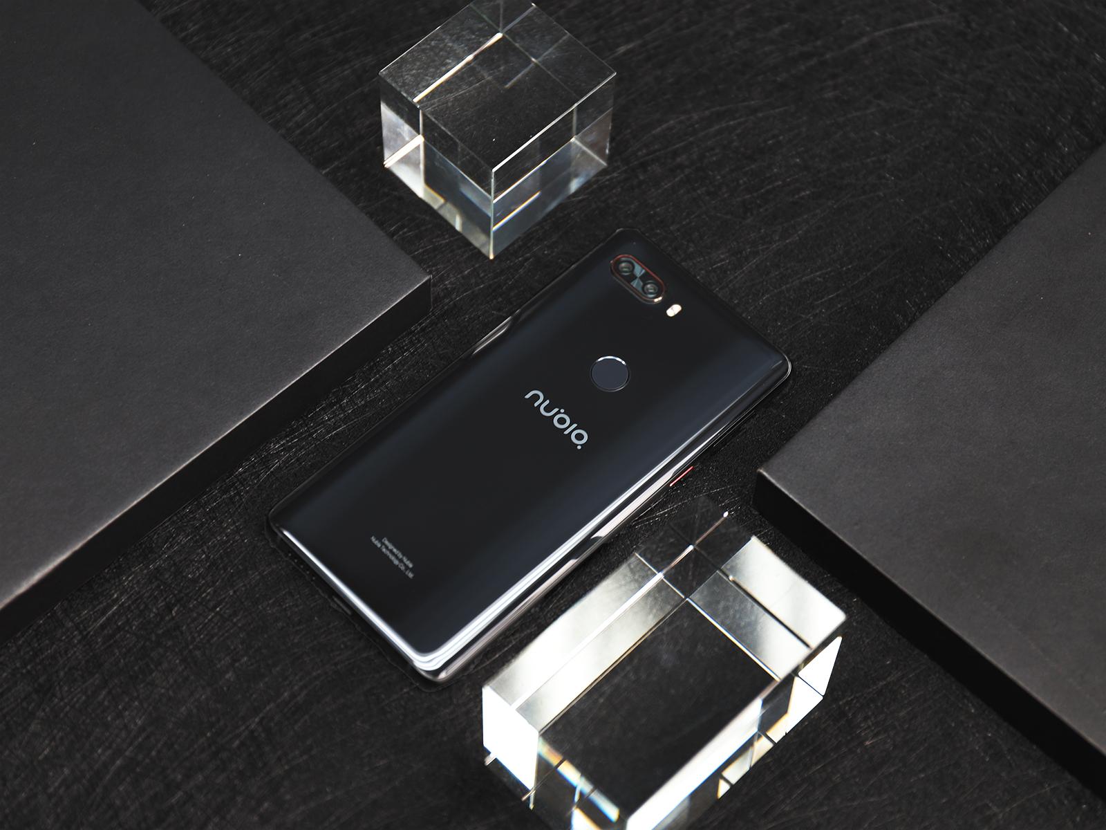 无边水滴屏加持 大屏与手感兼得 努比亚Z18旗舰手机评测