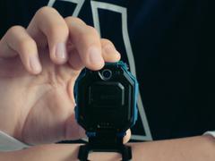 全球首款翻转双摄 小天才电话手表Z6亮相
