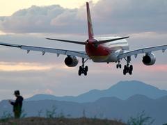 钢铁苍穹 带着Alpha 9+SEL200600G体验飞机拍摄