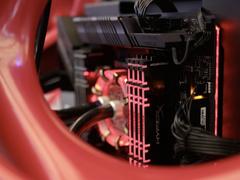 闪耀侧透主机——HyperX掠食者RGB系列骇客神条