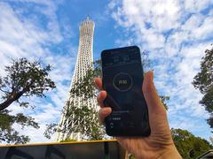 为了测试5G信号 我们爬上了中国第一高塔顶端