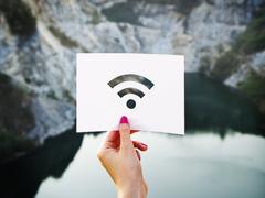 为何Win 7有?网友希望Win 10 Wi-Fi窗口增加刷新按钮