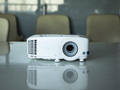灵活多变的功能适应多种会议场景,明基E520办公投影仪会议必备