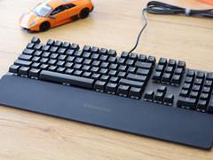 搭OLED智能屏显,赛睿Apex 5多功能电竞键盘开箱图赏