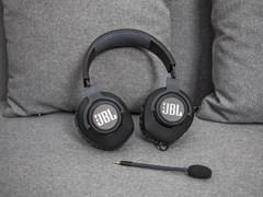 轻量化设计 JBL QUANTUM 100入门游戏耳机图评