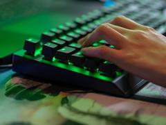 电竞新选择,雷蛇绿轴机械键盘天生出色
