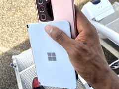微软折叠手机真机谍照,厚度仅4.8毫米