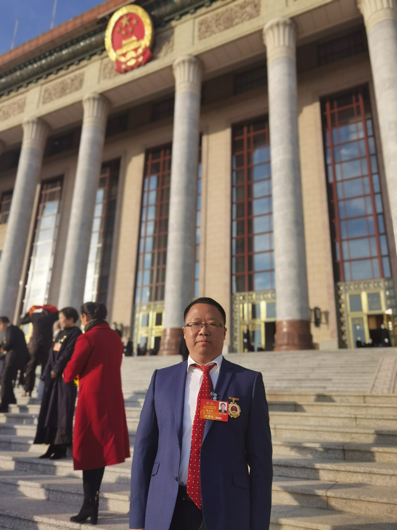 """新华三集团员工曾富贵荣获""""全国劳动模范""""称号,在人民大会堂接受表彰"""