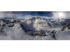 国家地理杂志运用大疆无人机初次拍照珠峰全景相片