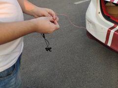 狂虐JEET蓝牙耳机!汽车拖行5公里极限耐磨测试