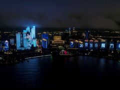 华为nova夜色自拍大赛首站开启,超级海景灯光秀点亮青岛